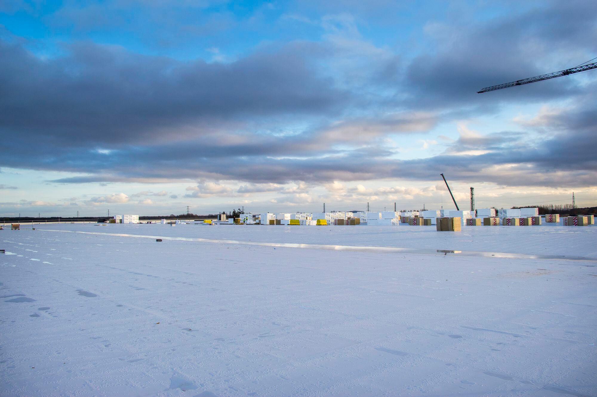 50 000 kvm tak på Dollarstores nya centrallager i Örebro